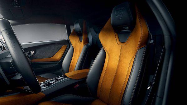 Interior of the 2017 Lamborghini Huracan