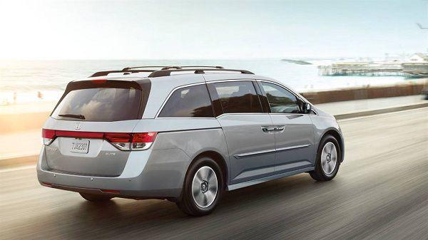 Price of 2017 Honda Odyssey in the UAE
